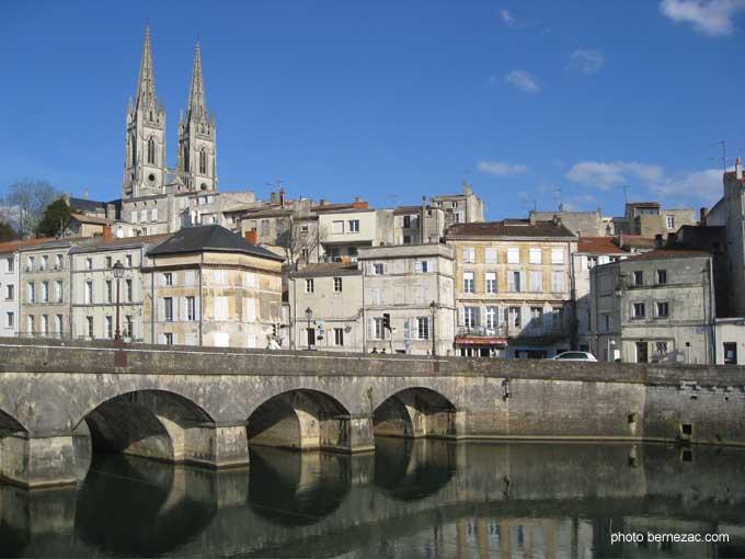 Vieille Ville De Saintes