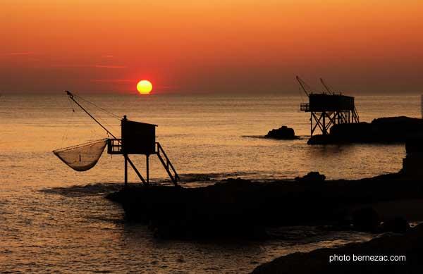 Promenades en bord de mer au pont du diable - Restaurant l huitre y est port des barques ...