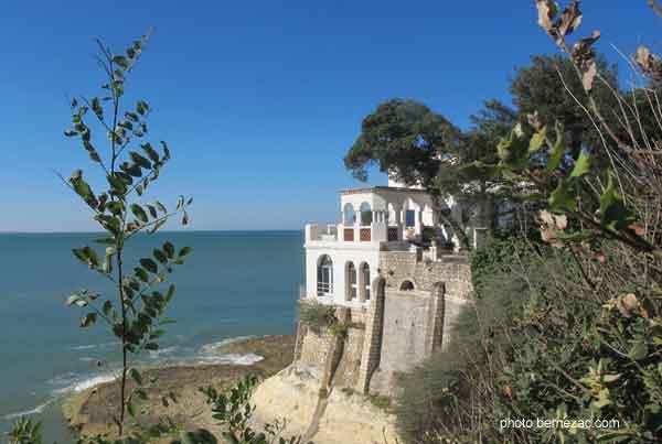 Promenades en bord de mer au pont du diable - Office du tourisme saint palais sur mer ...